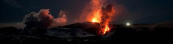 Du volcan à la révolution, l'Islande sent le souffre