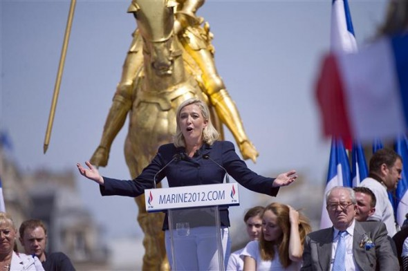 marine le pen jeanne d'arc poisson rouge