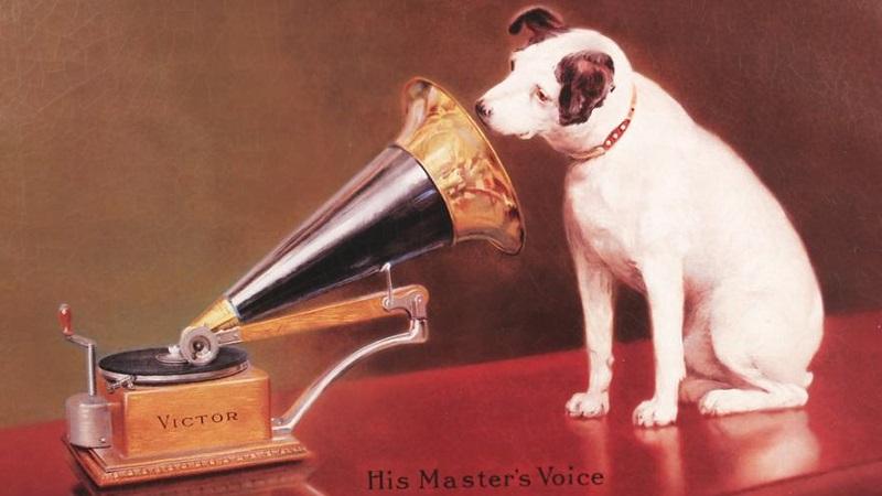 V comme… la voix de son maître ?